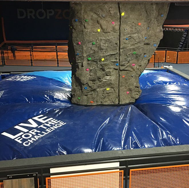 Climbing walls with bagjump foam pit airbag
