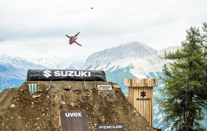 bike Bagjump landing airbag at suzuki nine knights at Livigno