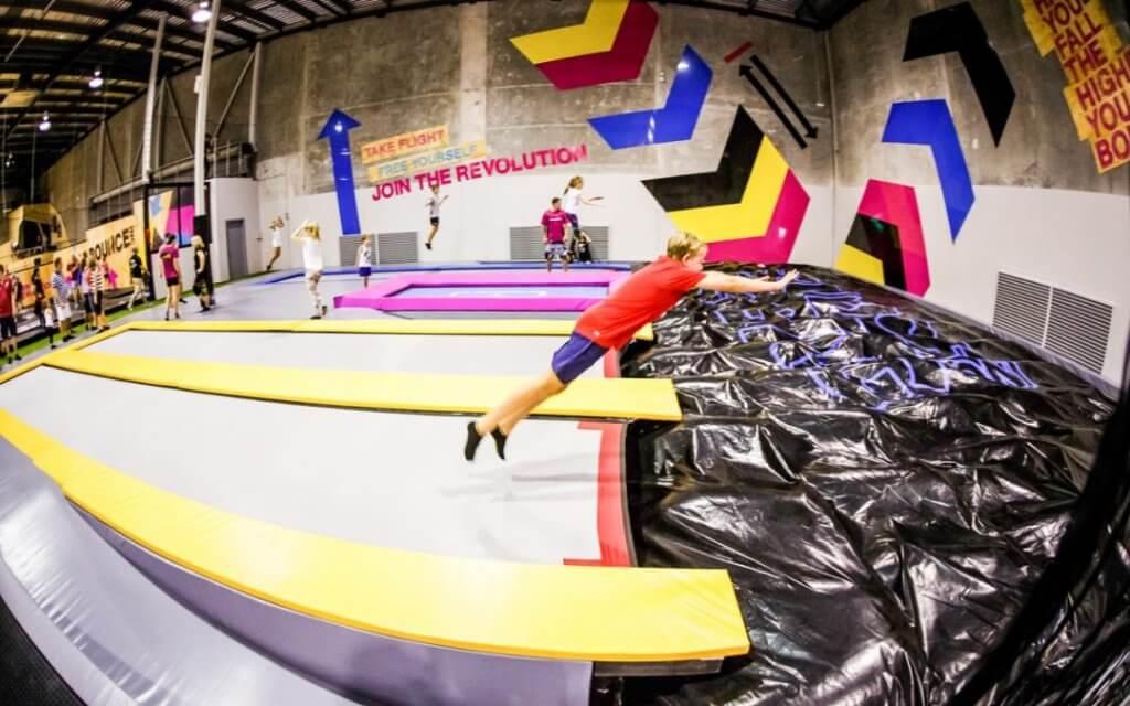 foampit airbag bagjump trampolinepark bounce