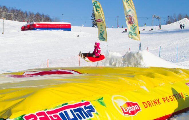 Snowtube session on the Lipton tour Bagjump airbag