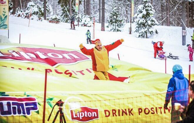 snowtube landing on the Lipton Tour Bagjump airbag
