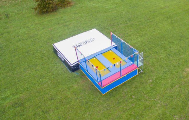 Bagjump two-lane trampoline airbag station