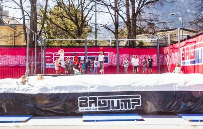 Bagjump trampoline airbag station