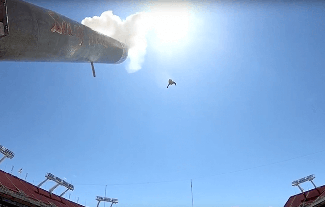 human cannonball supported by Bagjump Original