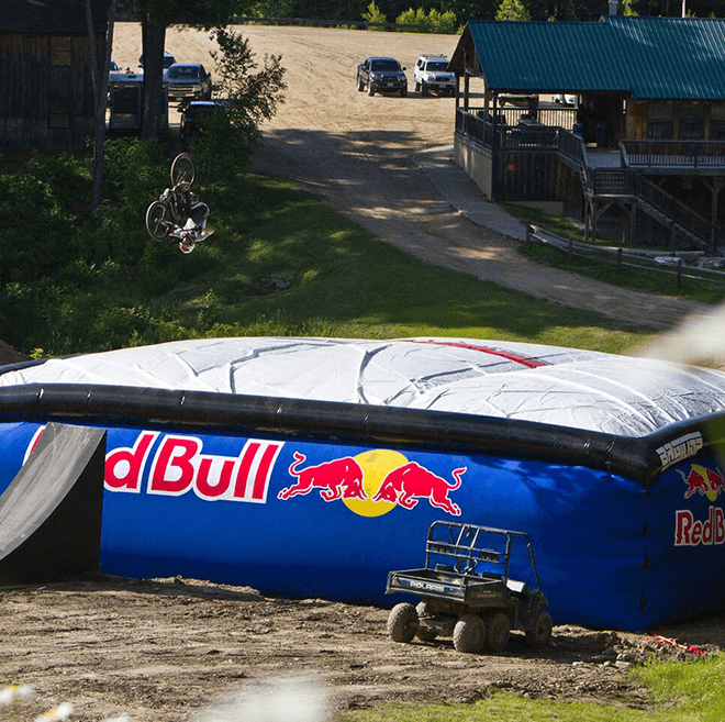 Red Bull bagjump allround airbag for Highland Bikepark