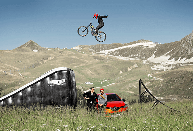 Bagjump_OnePiece Bike Landing_large_BMX_large_ride the world_france
