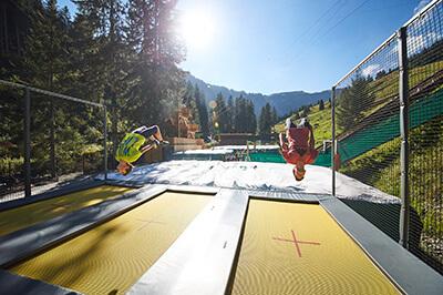 jumpandslide_saalbach hinterglemm_adventurepark_freedrop_tubing_trampoline station 3 lane_foampit airbag standalone_5